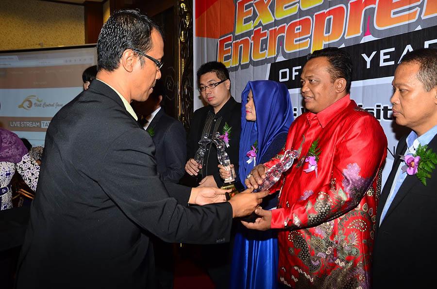 Penghargaan 9