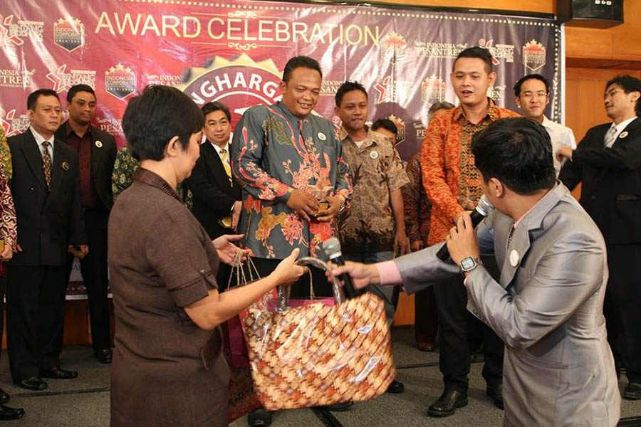Penghargaan 12